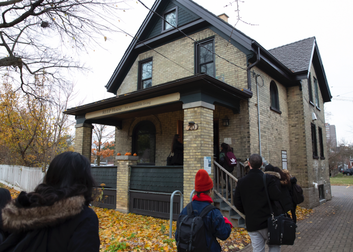 Beyond the classroom: Students from an Arts 140 section head to the REEP House for an experiential learning opportunity.